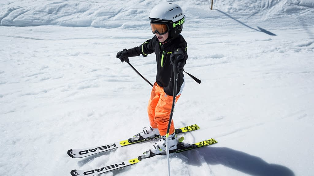 Kinder mit Freude am Skifahren lernen
